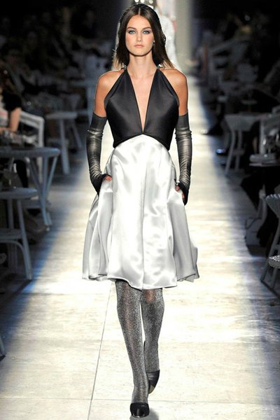 339244cb4ff Атласное черно-белое платье Chanel
